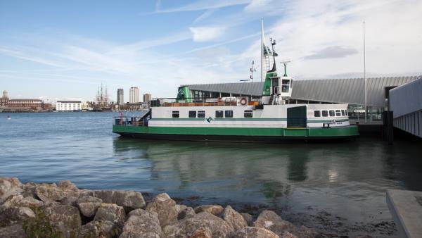 800px-Gosport_ferry_18-10-2011_14-33-07